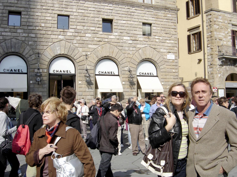 Firenze (ou Florença) capital da Toscana conserva grandes obras de arquitetura civil e religiosa, esculturas e pinturas de extraordinário valor artístico, de grandes gênios como Leonardo da Vinci, Michelangelo Buonarroti etc.