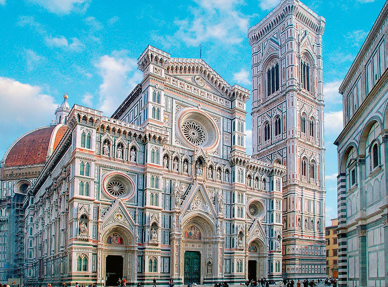A Campanile, projetada por Giotto, constitui a torre do Duomo, uma construção à parte, bem ao lado da igreja. A terceira construção do conjunto forma o Batistério, o prédio menor um pouco à esquerda do Duomo.