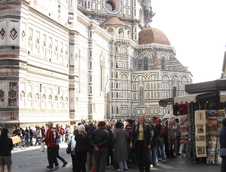 No interior do Duomo estão obras primas de grandes gênios da arte renascentista, como Zuccari, Donatello, Uccello e Ghiberti.