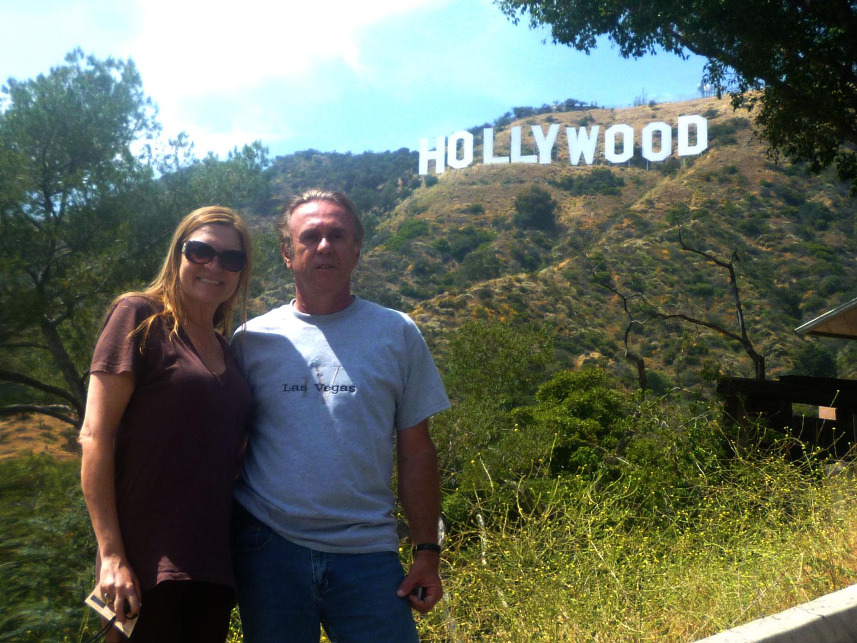 A restauração do Letreiro de Hollywood em 1978 coincidiu com o 75 º aniversário de Hollywood. Em 14 de novembro de 1978 o novo sinal de Hollywood foi reinaugurado com muita midia e milhões de telespectadores. Quem poderia ter imaginado que um anúncio simples de loteamento iria se transformar em um ícone reconhecido em todo o mundo, com a personificação do glamour de Hollywood! O letreiro de Hollywood é um must-see para quem vai dar a volta em LA!