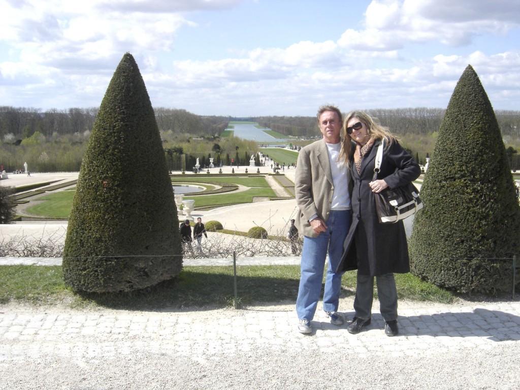 A criação dos jardins de Versalhes exigiu uma enorme quantidade de trabalhadores e a genialidade do designer de paisagens Andre Le Nôtre, que elaborou tudo no mais formal estilo francês.