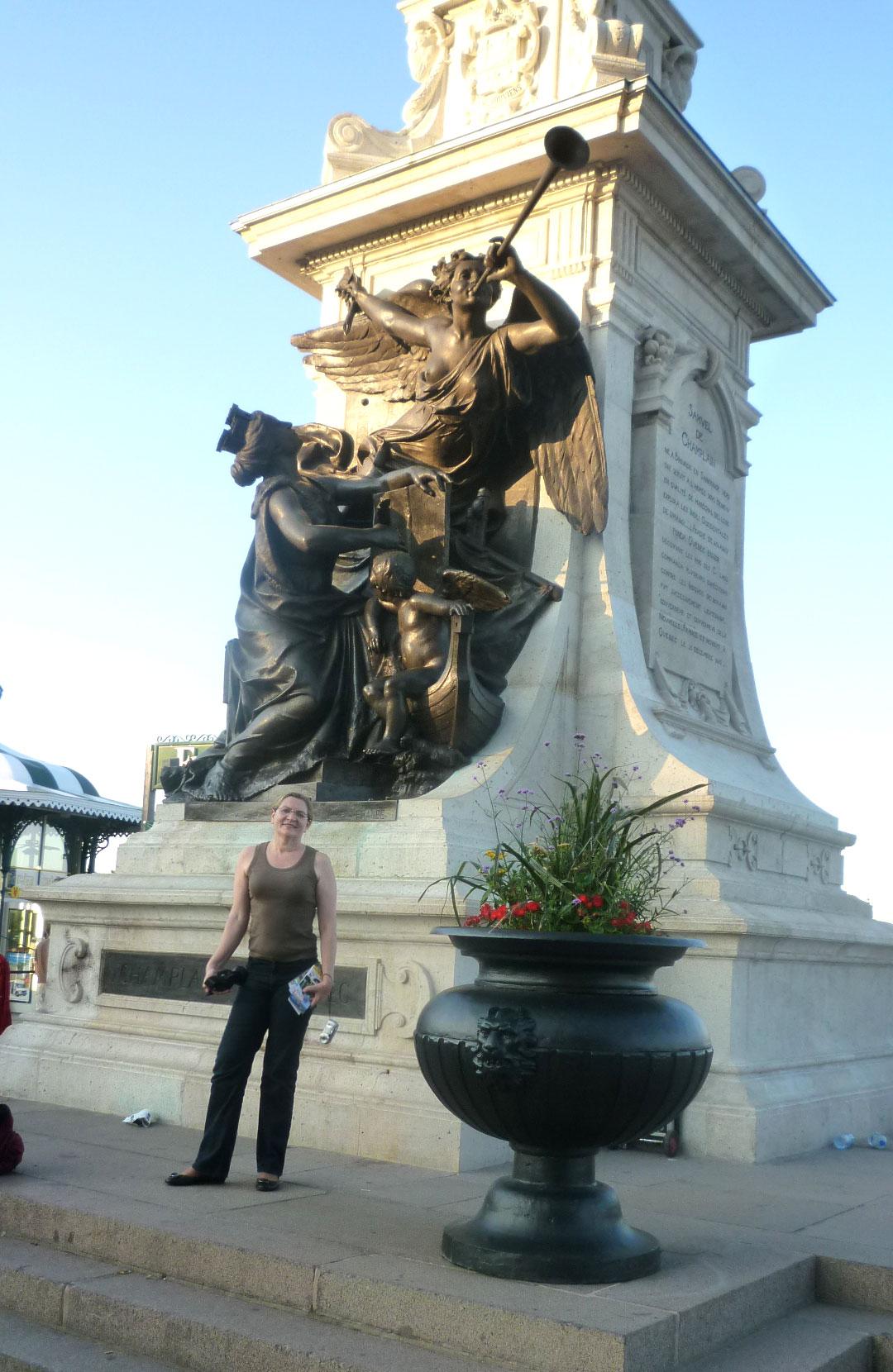 Quebec é a capital da Província. Tem por isso palácios oficiais, bonitos por fora e luxuosos por dentro.