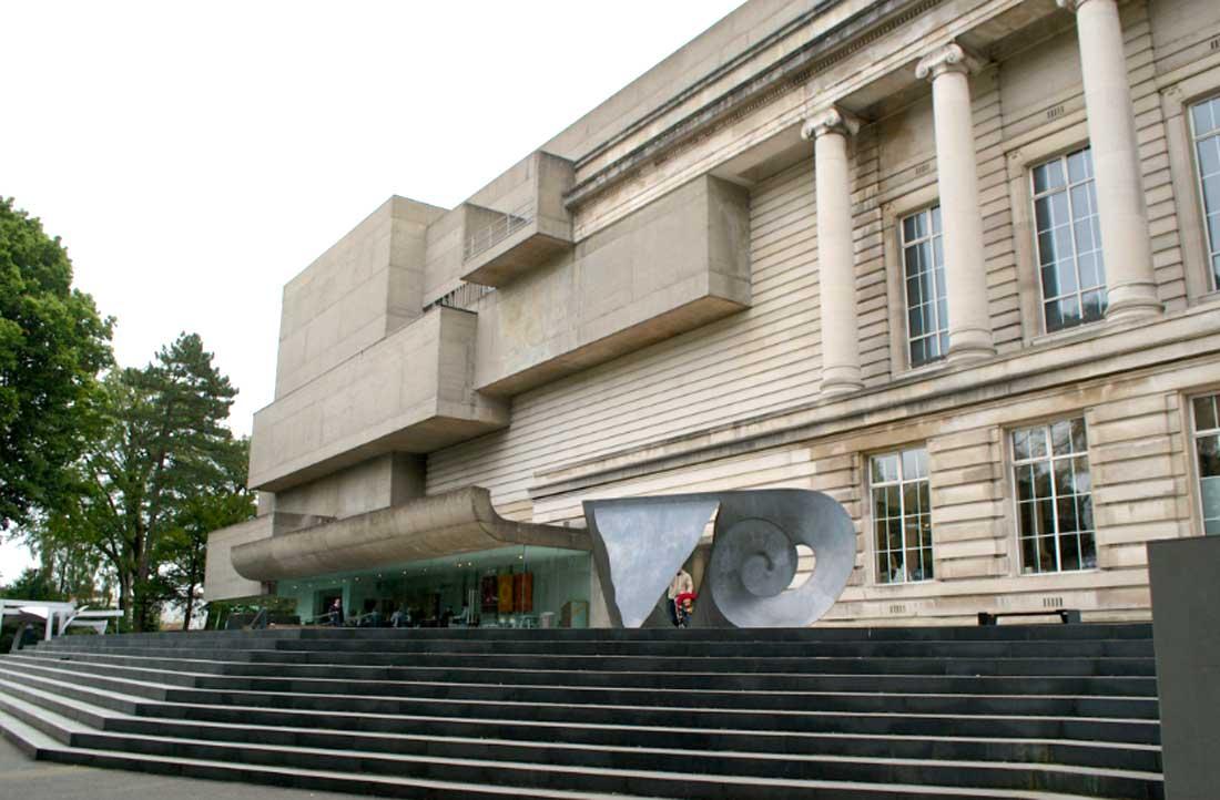 Abriga uma rica coleção de arte, história e ciências naturais, desde Ulster Museum múmias e dinossauros até uma coleção de artefatos antigos da Irlanda e tesouros da Armada Espanhola. A entrada é gratuita.
